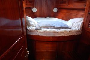 52' Hans Christian Christina 52 1992 Forward cabin -2