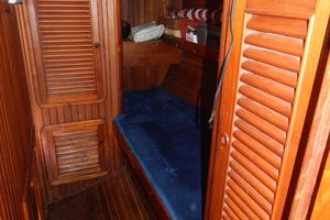 52' Hans Christian Christina 52 1992 MIdsjhip cabin