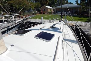 46' Morgan 462 1981 forward deck