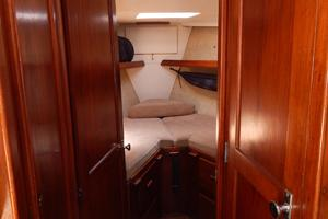 46' Morgan 462 1981 entrance to forward stateroom