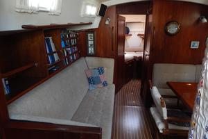 46' Morgan 462 1981 Salon - Settee