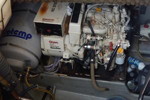 53' Amel Super Maramu 1995 generator