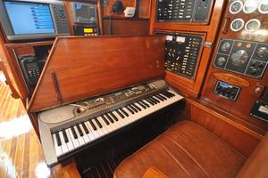 60' Maple Leaf 60 1983 Piano