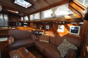 60' Maple Leaf 60 1983 Salon-2