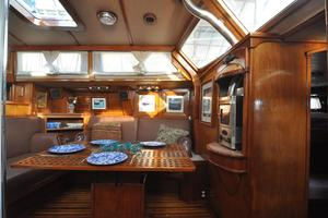 60' Maple Leaf 60 1983 Dinette