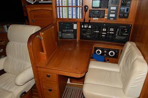 47' Catalina 470 1999 Nav Station