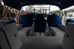 47' Catalina 470 1999 Cockpit