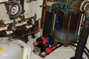47' Catalina 470 1999 Engine room
