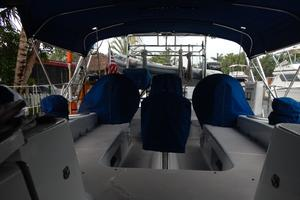 47' Catalina 470 1999 Cockpit - w/covers