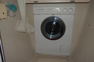 47' Catalina 470 1999 Washer/dryer