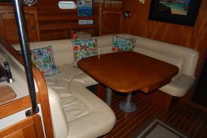 47' Catalina 470 1999 Salon - Settee