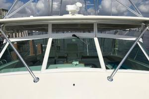 52' Buddy Davis Express 2002 Windshield Detail