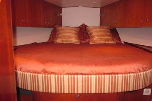 52' Buddy Davis Express 2002 Forward Master Stateroom