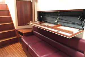 52' Buddy Davis Express 2002 Main Salon Rod Storage