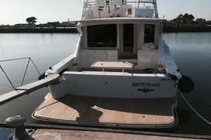 63' Bertram Convertible 2007 Swimplatform
