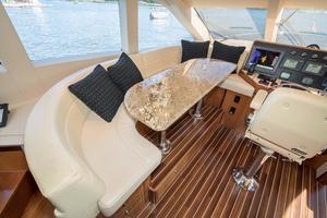 64' Hatteras 64 Motor Yacht 2006 Dinette