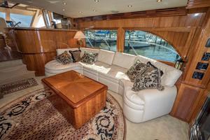 64' Hatteras 64 Motor Yacht 2006 Salon Starboard