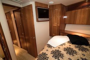 64' Hatteras 64 Motor Yacht 2006 VIP Stateroom Port