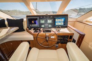 64' Hatteras 64 Motor Yacht 2006 Helm