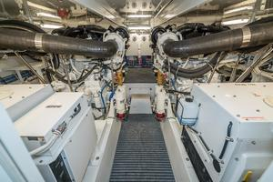 64' Hatteras 64 Motor Yacht 2006 Engine Room