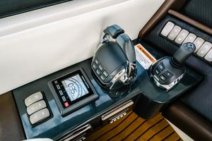 50' Riviera 50 Enclosed Bridge 2015 Volvo Joystick and Throttles