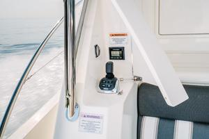 50' Riviera 50 Enclosed Bridge 2015 Cockpit Joystick Docking Station