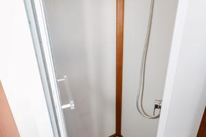49' Grand Banks 49 Eastbay HX 2002 Enclosed Shower