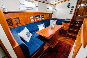 49' Grand Banks 49 Eastbay HX 2002 Dinette