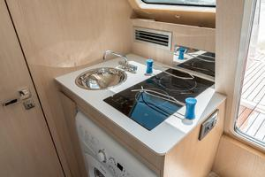 72' Absolute 72 2016 Sink, Cooktop, and Washer/Dryer