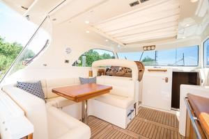 44' Mochi Craft 44 Dolphin 2008 Dinette