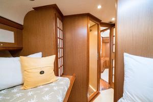 44' Mochi Craft 44 Dolphin 2008 Forward Stateroom 2