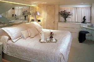 115' Denison High Speed Motoryacht 1988 Full Beam Master Stateroom
