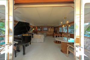 121' Denison Raised Bridge Cockpit Motor Yacht 1986 Main Salon