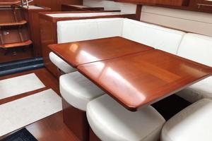 49' Beneteau America 49 2007 Salon table