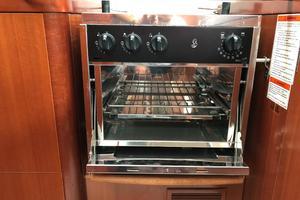 49' Beneteau America 49 2007 Like new never used stove