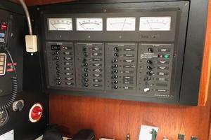 38' Sabre 38 MKII 1989 Breaker panel for DC/AC voltage