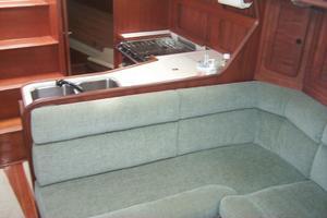 38' Sabre 38 MKII 1989 Main cabin settee
