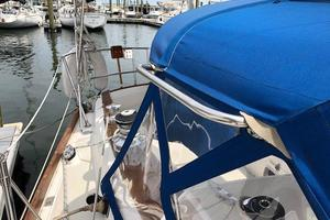 38' Sabre 38 MKII 1989 Dodger has stainless handrails on both sides