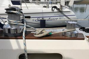 38' Sabre 38 MKII 1989 Starboard side cockpit winches