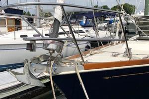38' Sabre 38 MKII 1989 Stemhead with optional second bow roller
