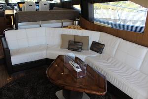 59' Sea Ray L590 2017 salon seating