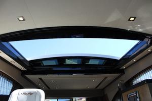 59' Sea Ray L590 2017 sunroof in salon