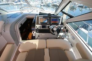 47' Sea Ray 470 Sundancer 2012 helm