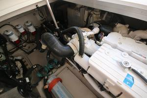 47' Sea Ray 470 Sundancer 2012 port engine