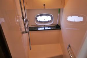 47' Sea Ray 470 Sundancer 2012 master shower