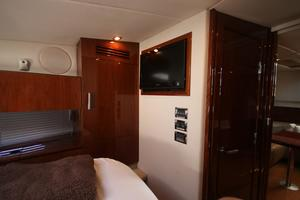 47' Sea Ray 470 Sundancer 2012 LCD TV in master