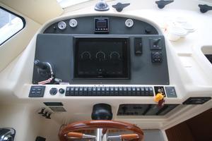 42' Rodman 1250 ADV Fisher/Cruiser 2014 helm