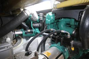 42' Rodman 1250 ADV Fisher/Cruiser 2014 engine room