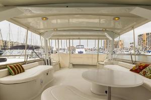 68' Bluewater Yachts 68 1998 Salon Table