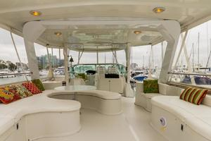 68' Bluewater Yachts 68 1998 Salon Seating
